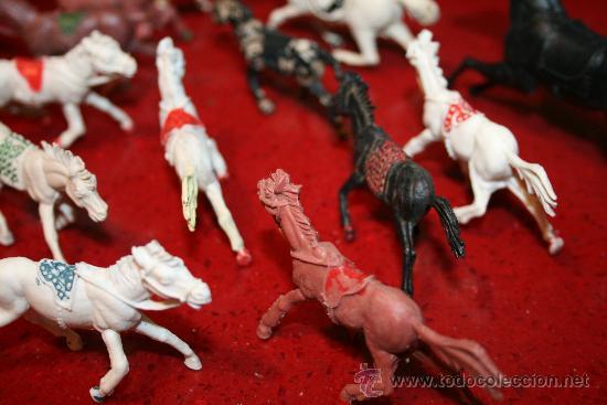 Figuras de Goma y PVC: LOTE 18 CABALLOS - VARIAS MARCAS Y TAMAÑOS - AÑOS 60 - Foto 5 - 30577597