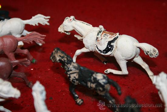 Figuras de Goma y PVC: LOTE 18 CABALLOS - VARIAS MARCAS Y TAMAÑOS - AÑOS 60 - Foto 3 - 30577597