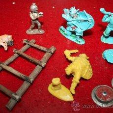 Figuras de Goma y PVC: LOTE VARIOS, 3 GUERREROS, UN EXTRATERRESTRE, TIGRE, ESCALERA...- AÑOS 60. Lote 30577697