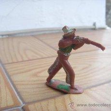 Figuras de Goma y PVC: FIGURA DE VAQUERO CON RIFLE AÑOS 50, DESCONOZCO EL FABRICANTE. . Lote 31043940