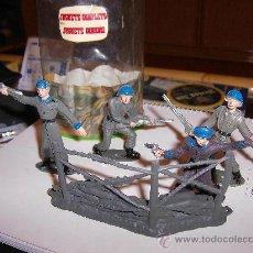 Figuras de Goma y PVC: COMANSI CASCOS AZULES TUBO-BOTE PEQUEÑO SIN TAPA.AÑOS 70.SOLDADOS DEL MUNDO.PTOY. Lote 31183737