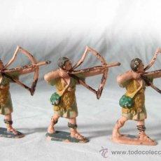 Figuras de Goma y PVC: 3 FIGURAS DE PLASTICO DE ARQUEROS PECH, JECSAN O LAFREDO - MEDIEVALES CON ARCO. Lote 32067889