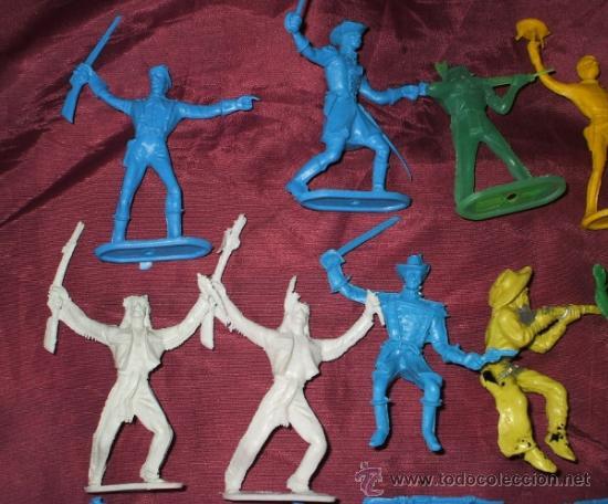 Figuras de Goma y PVC: LOTE DE 17 INDIOS Y AMERICANOS DE COMANSI PLASTICO - Foto 2 - 32214506