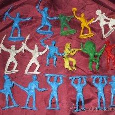 Figuras de Goma y PVC: LOTE DE 17 INDIOS Y AMERICANOS DE COMANSI PLASTICO. Lote 32214506