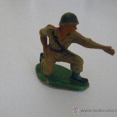 Figuras de Goma y PVC: SOLDADO AMERICANO (MARINE) SERVIDOR DE CAÑON O MORTERO, EN PLASTICO MARCA PECH HERMANOS. Lote 32390373