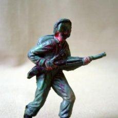 Figuras de Goma y PVC: FIGURA DE PLASTICO, SOLDADO, CASCO AZUL, FABRICADO POR JECSAN, 1970S. Lote 33520614
