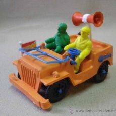 Figuras de Goma y PVC: FIGURA DE PLASTICO, JEEP VUELTA A ESPAÑA O TOUR DE FRANCIA, FABRICADO POR SOTORRES, 1980S. Lote 33508354