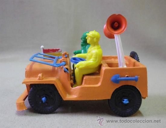 Figuras de Goma y PVC: FIGURA DE PLASTICO, JEEP VUELTA A ESPAÑA O TOUR DE FRANCIA, FABRICADO POR SOTORRES, 1980s - Foto 2 - 33508354