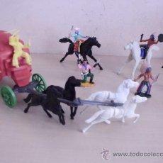 Figuras de Goma y PVC: 3 INDIOS PINTADOS Y 2 CABALLOS Y 3 VAQUEROS** UNA DELIGENCIA CON 4 CABALLOS . Lote 33510469
