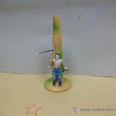 Figuras de Borracha e PVC: PALO TORMENTO DE MADERA ALCA - DE CAPELL -TOTEM CON PRISIONERO DE ALCA GOMA . Lote 33638701