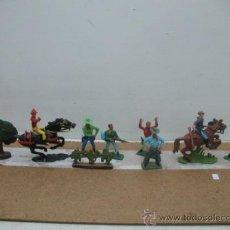 Figuras de Goma y PVC: LOTE DE 7 VAQUEROS, UN ÁRBOL Y UN ARBUSTO. Lote 33818999