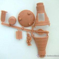Figuras de Goma y PVC: MONTAPLEX 1 COLADA DE LA CAPSULA GEMINI - COLOR CREMA. Lote 157245516