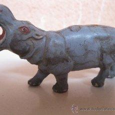 Figuras de Goma y PVC: ANTIGUO HIPOPÓTAMO DE GOMA - FIGURA ORIGINAL DE LA MARCA PECH - AÑOS 60.. Lote 34233149