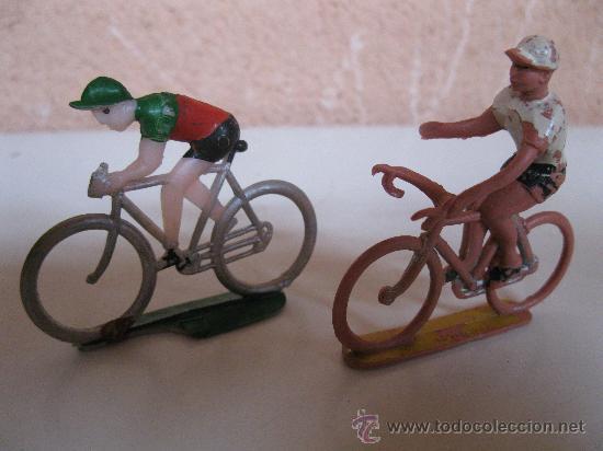 Figuras de Goma y PVC: LOTE DE 2 CICLISTAS ANTIGUOS DE PLÁSTICO - POSIBLEMENTE DE SOTORRES - AÑOS 60. - Foto 2 - 34424772