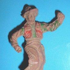 Figuras de Goma y PVC: ANTIQUISIMO VAQUERO FABRICADO EN GOMA POR LAFREDO EN LOS AÑOS 50. GOMA JECSAN. Lote 34624969
