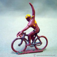 Figuras de Goma y PVC: FIGURA DE PLASTICO, CICLISTA, 1970, SOTORRES, TOUR DE FRANCIA O VUELTA A ESPAÑA, 5 CM. Lote 34815894