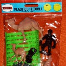 Figuras de Goma y PVC: BLISTER SIETE ANIMALES Y DOS VALLAS DE NOVOLINEA PLASTICO FLEXIBLE. Lote 35184508