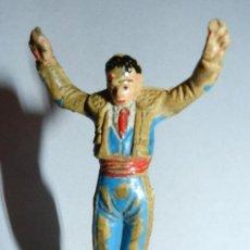 Figuras de Goma y PVC: ANTIGUO BANDERILLERO DE LA CORRIDA DE TEIXIDOR Y DE GOMA, AÑOS 60. LE FALTAN LAS BANDERILLAS.. Lote 35391361