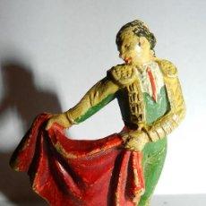 Figuras de Goma y PVC: ANTIGUO FIGURA DE TORERO CON CAPOTE, CORRIDA DE TOROS TEIXIDOR, LOS BRAZOS FIJOS, REALIZADO EN GOMA,. Lote 35392511