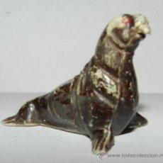 Figuras de Goma y PVC: LEON MARINO FABRICADO EN PLÁSTICO POR LA CASA PECH, AÑOS 60, TAL Y COMO SE VE EN LAS FOTOGRAFIA.. Lote 35410135