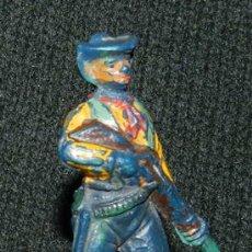 Figuras de Goma y PVC: ANTIGUO VAQUERO DE GOMA, PECH HERMANOS, PISTOLERO, AÑOS 50. MUY RARA.. Lote 35511212