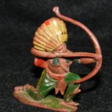 Figuras de Goma y PVC: ANTIGUO INDIO DE GOMA CON ARCO, REAMSA N. 99, AÑOS 50. MUY RARO.. Lote 35512498