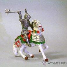 Figuras de Goma y PVC: LAFREDO. CABALLERO MEDIEVAL.CABALLO BLANCO. CON HACHA. PLÁSTICO. AÑOS 60. Lote 35727570