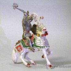 Figuras de Goma y PVC: LAFREDO. CABALLERO MEDIEVAL.CABALLO BLANCO. HACHA. PLÁSTICO. AÑOS 60. Lote 35727678