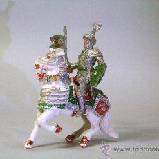 Figuras de Goma y PVC: LAFREDO. CABALLERO MEDIEVAL.CABALLO BLANCO. CON ESTANDARTE. PLÁSTICO. AÑOS 60. Lote 35727731
