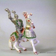 Figuras de Goma y PVC: LAFREDO. CABALLERO MEDIEVAL.CABALLO BLANCO. CON MAZA. PLÁSTICO. AÑOS 60. Lote 35727761