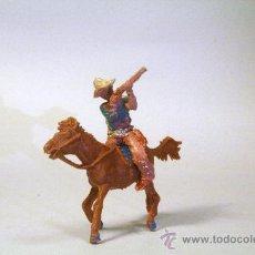 Figuras de Goma y PVC: LAFREDO. COWBOY-VAQUERO A CABALLO, DISPARANDO RIFLE. AÑOS 50. Lote 35729820