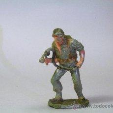 Figuras de Goma y PVC: PECH. SOLDADO AMERICANO-MARINE CON LANZALLAMAS. GOMA. ORIGINAL AÑOS 50-60. Lote 35854785