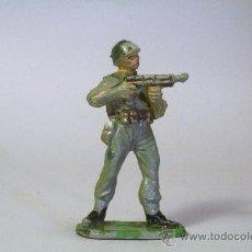 Figuras de Goma y PVC: PECH. SOLDADO AMERICANO-MARINE DISPARANDO. GOMA. ORIGINAL AÑOS 50-60. Lote 35854885