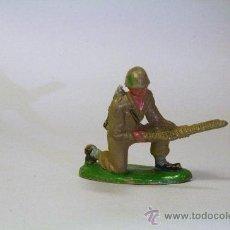 Figuras de Goma y PVC: PECH. SOLDADO AMERICANO-MARINE SERVIDOR AMETRALLADORA. GOMA. ORIGINAL AÑOS 50-60. Lote 35863066