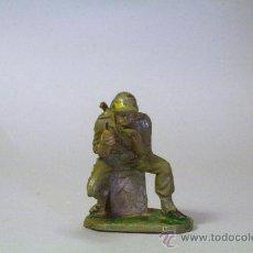 Figuras de Goma y PVC: PECH. SOLDADO AMERICANO-MARINE AMETRALLADOR. GOMA. ORIGINAL AÑOS 50-60. Lote 35863162