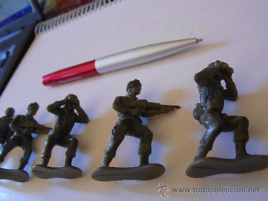 Figuras de Goma y PVC: LOTE DE 5 SOLDADOS INFANTERIA U.S.A. MODERNA 6 CM KIOSKO REPROS AIRFIX AÑOS 90 GOMA. PTOY - Foto 3 - 36379510