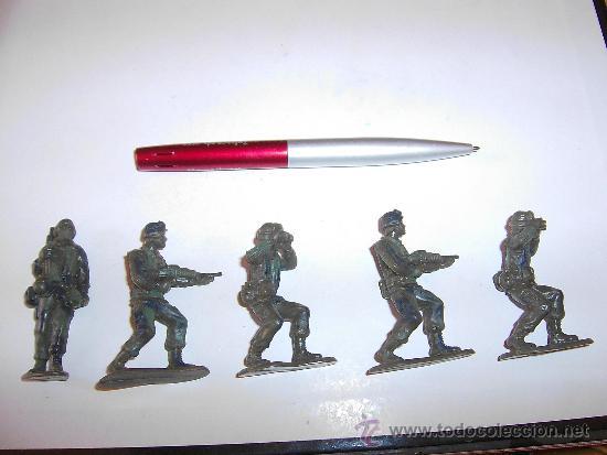 Figuras de Goma y PVC: LOTE DE 5 SOLDADOS INFANTERIA U.S.A. MODERNA 6 CM KIOSKO REPROS AIRFIX AÑOS 90 GOMA. PTOY - Foto 4 - 36379510