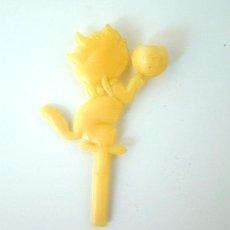 Figuras de Goma y PVC: PORTAVELAS TARTA CUMPLEAÑOS GATITO, PLÁSTICO AÑOS 50. Lote 36610173