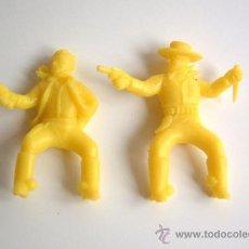 Figuras de Goma y PVC: SOTORRES DOS JINETES VAQUEROS AMARILLOS REF. 109. Lote 218833442