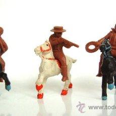 Figuras de Goma y PVC: SOTORRES TRES VAQUEROS SOTORRES CON CABALLOS ALCA-CAPELL. Lote 218833397