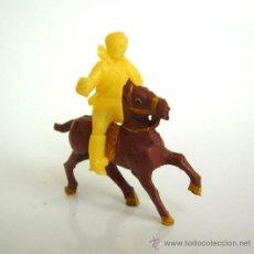 Figuras de Goma y PVC: SOTORRES JINETE AMARILLO Y CABALLO ALCA-CAPELL. Lote 37175922