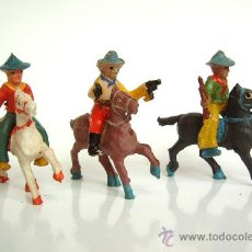 Figuras de Goma y PVC: TRES VAQUEROS A CABALLO ALCA-CAPELL. Lote 37284732