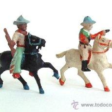 Figuras de Goma y PVC: DOS VAQUEROS A CABALLO ALCA- CAPELL. Lote 37312886