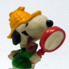 Figuras de Goma y PVC: SNOOPY GOMA PVC DETECTIVE AÑOS 80. Lote 37547210