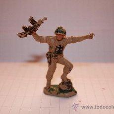 Figuras de Goma y PVC: SOLDADO-. Lote 37853460