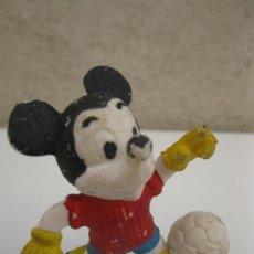 Figuras de Goma y PVC: MICKEY MOUSE FUTBOLISTA - FIGURA DE PVC - WALT DISNEY.. Lote 38035744