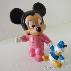 Figuras de Goma y PVC: FIGURA MICKEY CON PELUCHE DONALD BULLY DISNEY. Lote 38113571