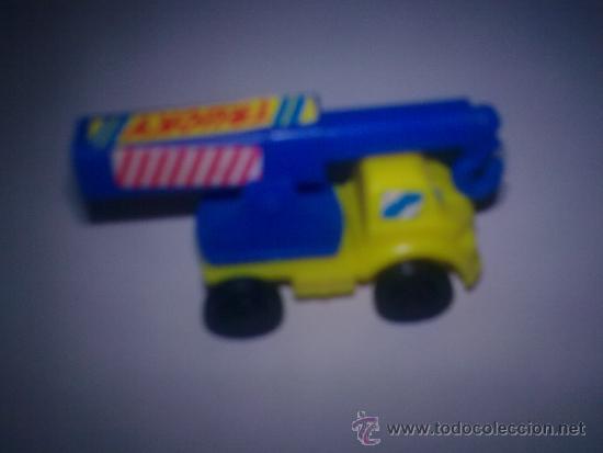 CAMION GRUA KINDER (Juguetes - Figuras de Gomas y Pvc - Kinder)