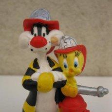 Figuras de Goma y PVC: SILVESTRE Y PIOLÍN BOMBEROS - FIGURA DE PVC - BULLYLAND - WARNER BROS.. Lote 38420928
