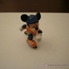 Figuras de Goma y PVC: MICKEY MOUSE PATINANDO BULLY WALT DISNEY PVC. Lote 35473815